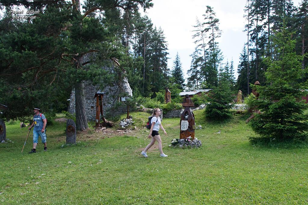 Sucha-Bela-Słowacki-Raj-Symboliczny-cmentarz-w-Klastorisko-3