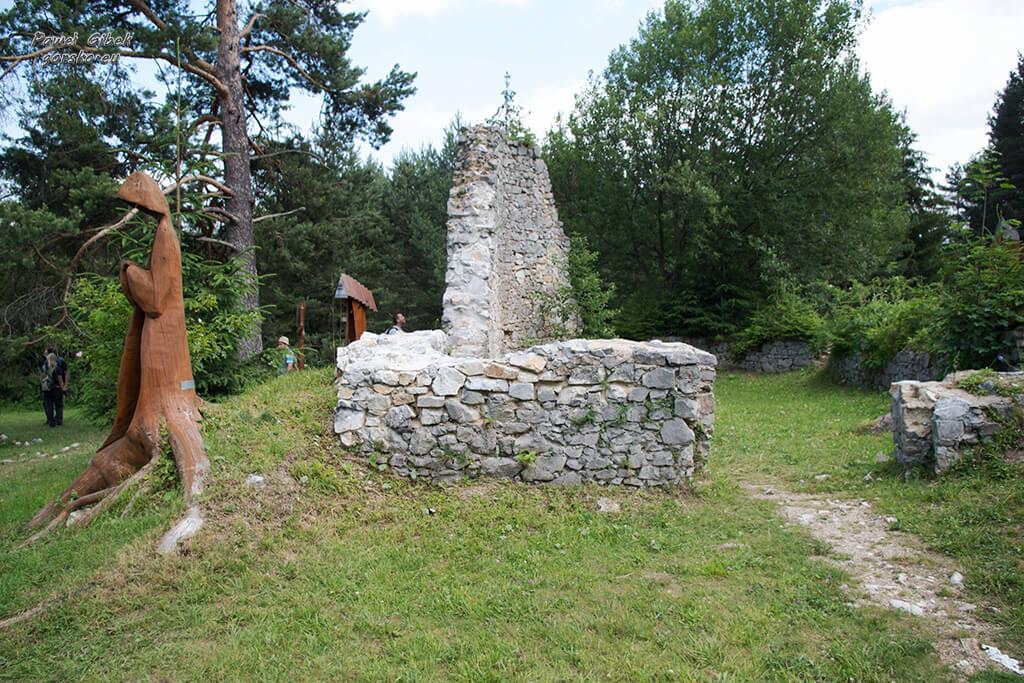 Sucha-Bela-Słowacki-Raj-Symboliczny-cmentarz-w-Klastorisko