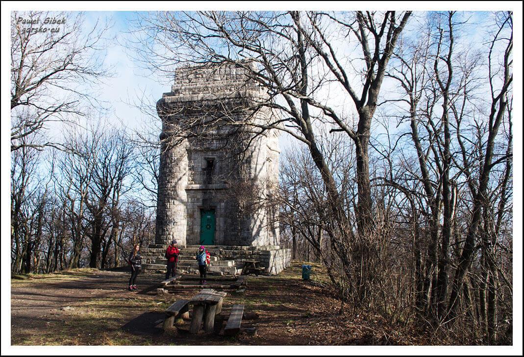 Ślęża-szlaki-wieża-widokowa-na-Wieżycy