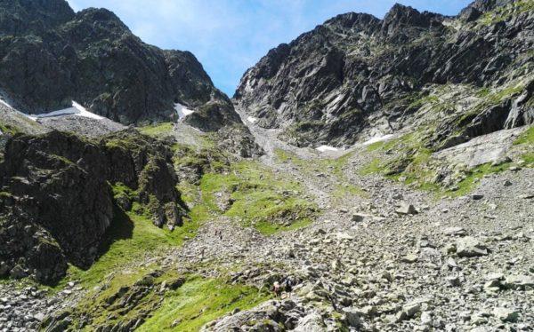 Read more about the article Zawrat w Tatrach Wysokich – szlak od Doliny Gąsienicowej
