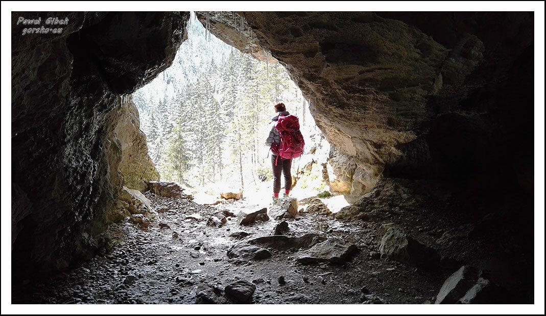 Jaskinie-w-Dolinie-Kościeliskiej.-Okno-Pawlikowskiego